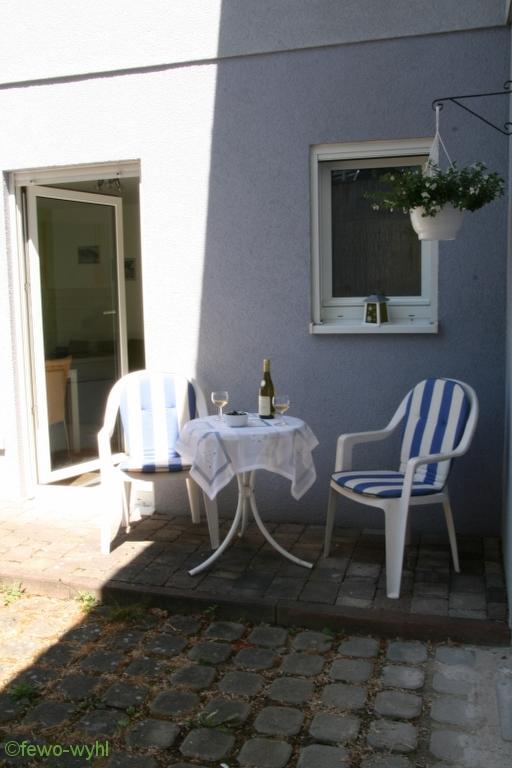 gemütlicher, sonniger Außenbereich der Ferienwohnung Wyhl