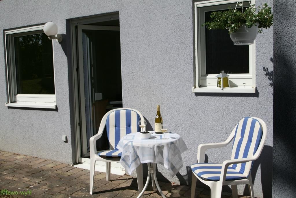 sonniger Außenbereich der Ferienwohnung Wyhl